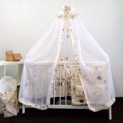 wyprawka dla dziecka z moskitierą